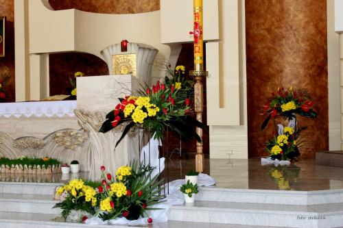 ... w ubiegłym roku zabrakło mi czasu, żeby pokazać dekoracje z mojego kościoła ... a teraz święta tuż, tuż więc jest okazja :)) **** u mnie teraz wielkie przedświąteczne zamieszanie, wrócę do Was już po świętach ... #bukiety