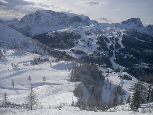 Jesteśmy na Gartnerkofel, widok na Watschiger Alm #Alpy #Austria #Narty #Nassfeld
