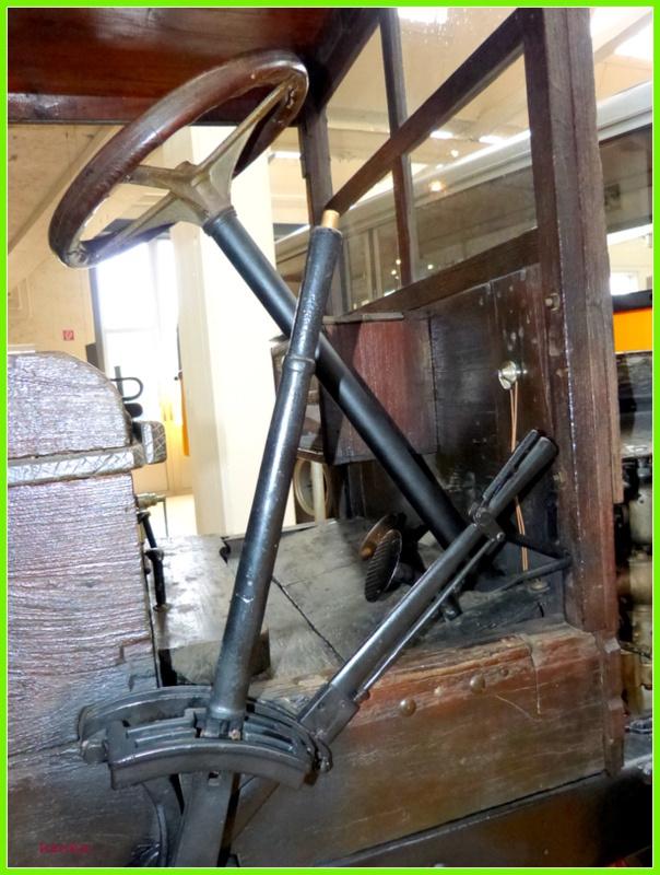 W Arbon-kabina drewnianego auta- w muzeum starych aut i włokiennictwa w Szwajcarii #samochody